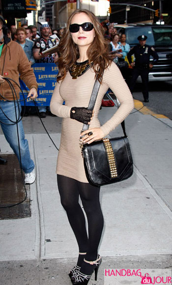 Eliza Dushku David Letterman Marni two-tone leather sandals Tory Burch Studded Leather Messenger Bag Kimberly Ovitz 'Jacob' jersey mini dress