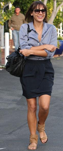Celebrity handbag spotting Rashida Jones with the Proenza Schouler PS1