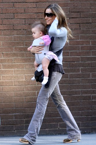 StyleMaven is inspired by stylish MOM Sarah Jessica Parker's multi-tasking style - the cross body bag