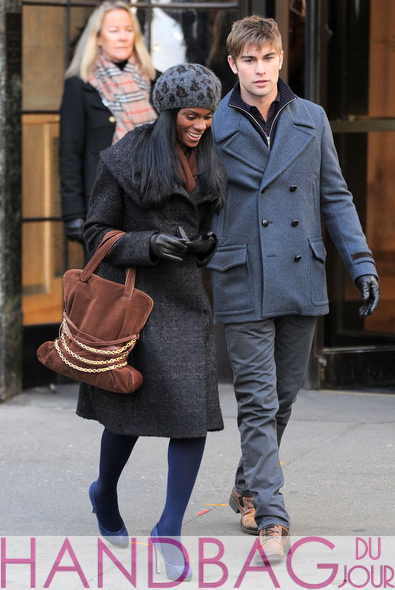 Tika-Sumpter-and-Chace-Crawford-on-set-of-Gossip-Girl-brown-suede-chain-belt-bag-2