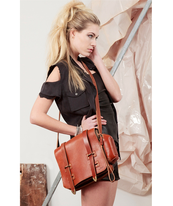 Popular Messenger Bags For Women Come In Eyecatchy Designs  Then Leather Bags Are Great For You Whenever You Wear A Formal Attire, You Can Opt For These Bags As They Can Add That Touch Of Style To Your Overall Look Bags That Are Made