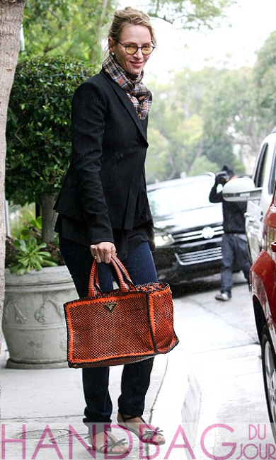 Uma-Thurman-Prada-madras-tote-bag-orange-nero