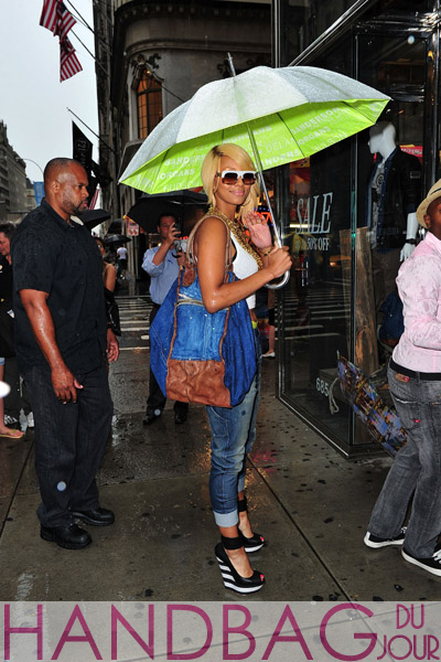 Keri-Hilson-arrives-at-the-Diesel-store-on-July-25,-2011-in-New-York-City Diesel Divina Brave denim and leather bag Diesel Jogg Jeans and black white Giuseppe Zanotti striped wedge sandals