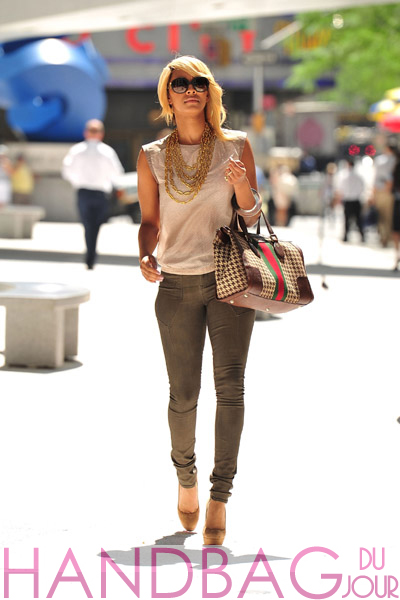 Keri-Hilson-visits-the-Elle-Magazine-offices-on-July-26,-2011-in-New-York-City fall 2011 Gucci Houndstooth Monogram Boston bag