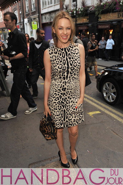 Kylie-Minogue-attends-Ghost-The-Musical-at-Piccadilly-Theatre-on-August-9,-2011-in-London,-England.-leopard-print-bag