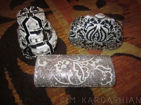 Kim-Kardashian-Judith-Leiber-Bag-Clutch-Crystals-Bridesmaids-Gift-083111-4-492x369