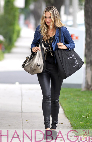 (EXCLUSIVE-COVERAGE)-Molly-Sims-is-seen-in-Beverly-Hills-in-Los-Angeles,-California