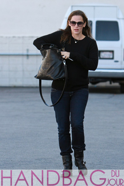 A very pregnant Jennifer-Garner-seen-in-Brentwood-in-Los-Angeles,-California-with-the-Marcello-de-Cartier-Shopping-Bag