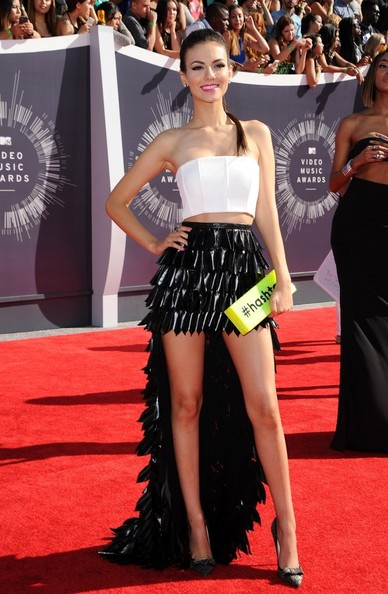 Victoria Justice carries Edie Parker's Flavia #Hashtag clutch to the VMAs